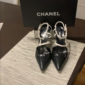 Chanel Black and white pump